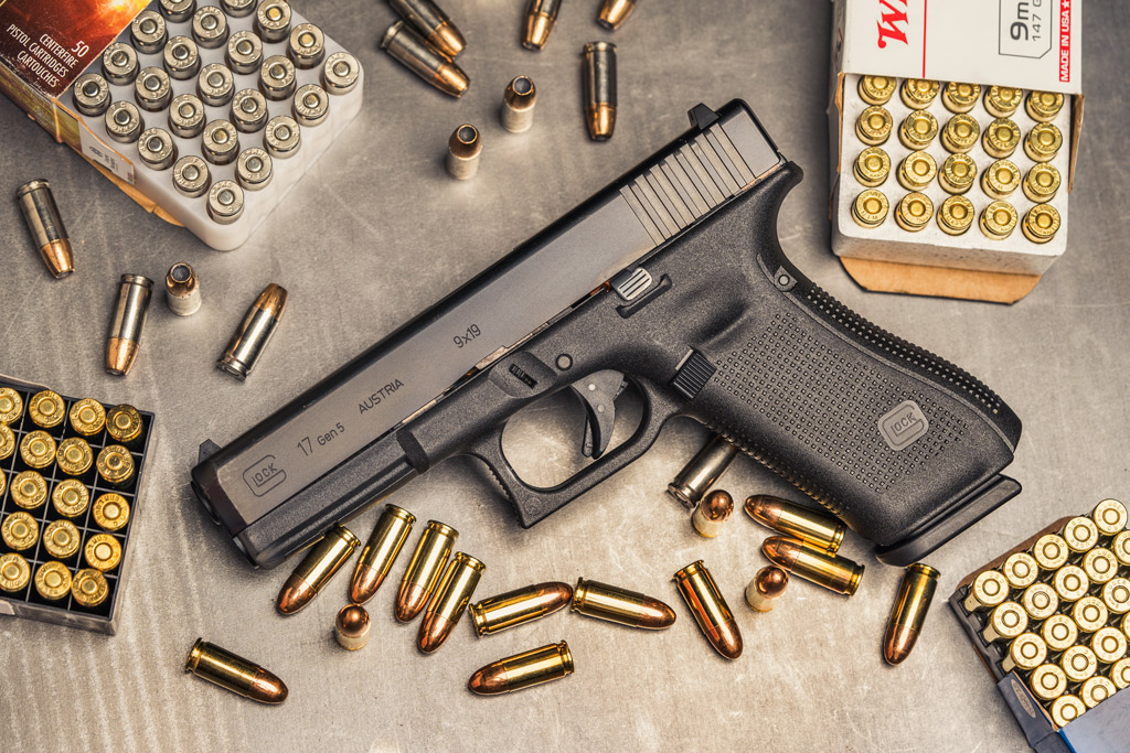 photo of a glock 17 pistol with 9mm ammo