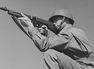 Paratrooper training with a Thompson Submachine Gun
