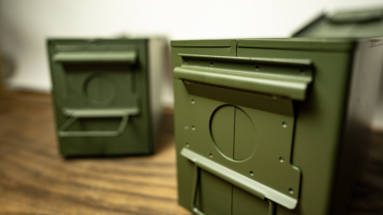 A close up of the M2A2 ammo can's support lip near the lid